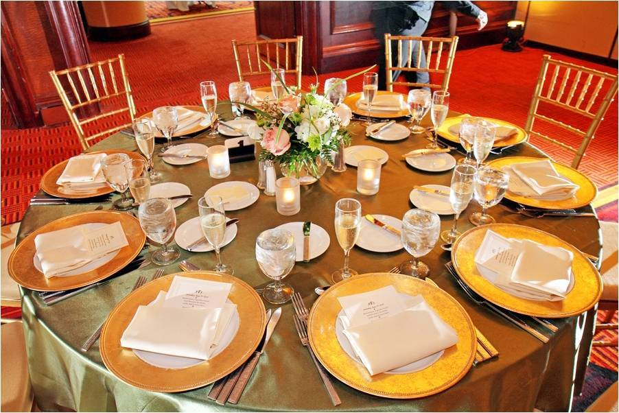 Ont Wedding Reception Table Decor Gold Charger Plates And Tablecloth Simple Fl Centerpiece