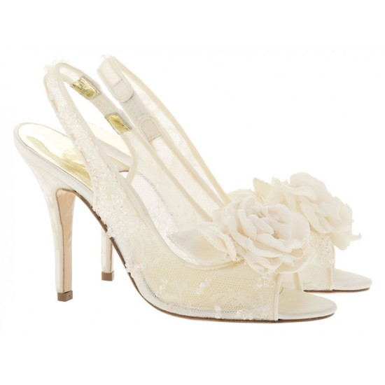 Yuuka Bridal Shoe with embroidered lace and flower detail
