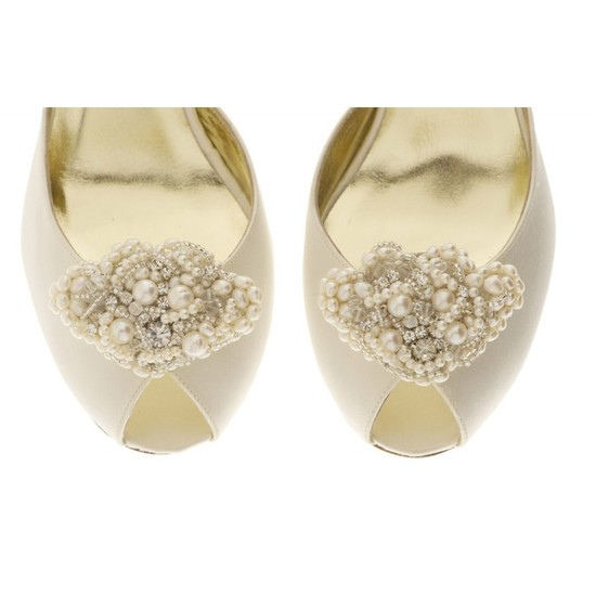 Beatrice Fan Shoe Clip with fresh water pearls and Swarovski crystals
