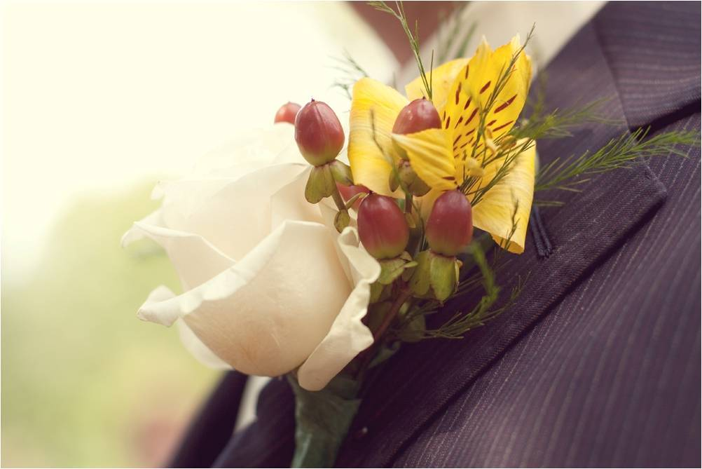 Outdoor-country-rustic-wedding-groom-attire-pin-striped-suit-boutinere-ivory-rose-red-berries-yellow-flower.full