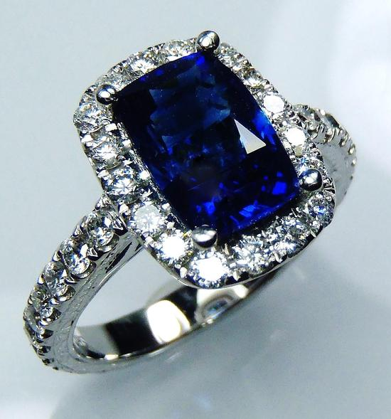 halo around sapphire with 2.0 mm full cut diamonds