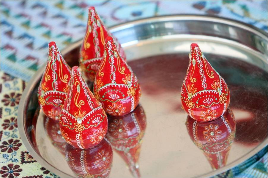 Traditional-indian-wedding-ceremony-traditions-religious-ceremonies-groom-holds-brides-hennad-hand-gold-red-bridal-jewelry-silver-tray.full