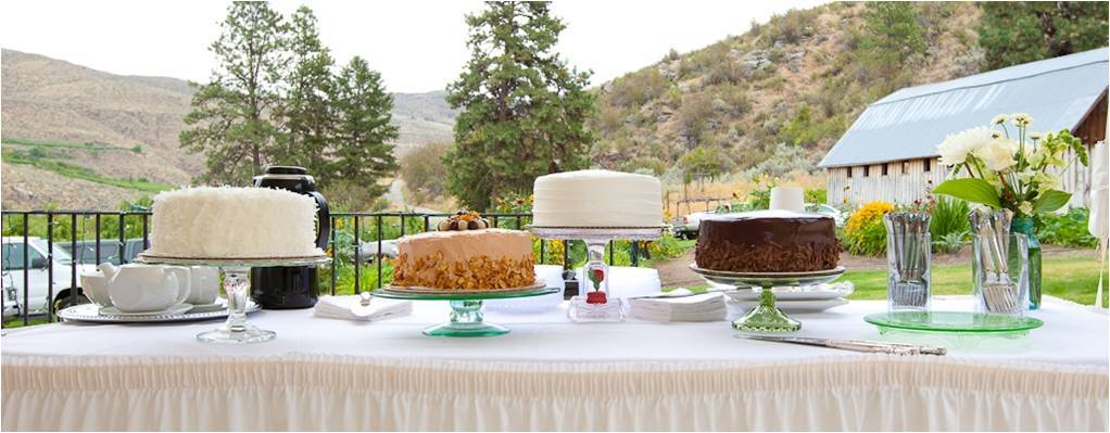 Rustic-outdoor-wedding-reception-desser-table-white-floral-centerpieces.full