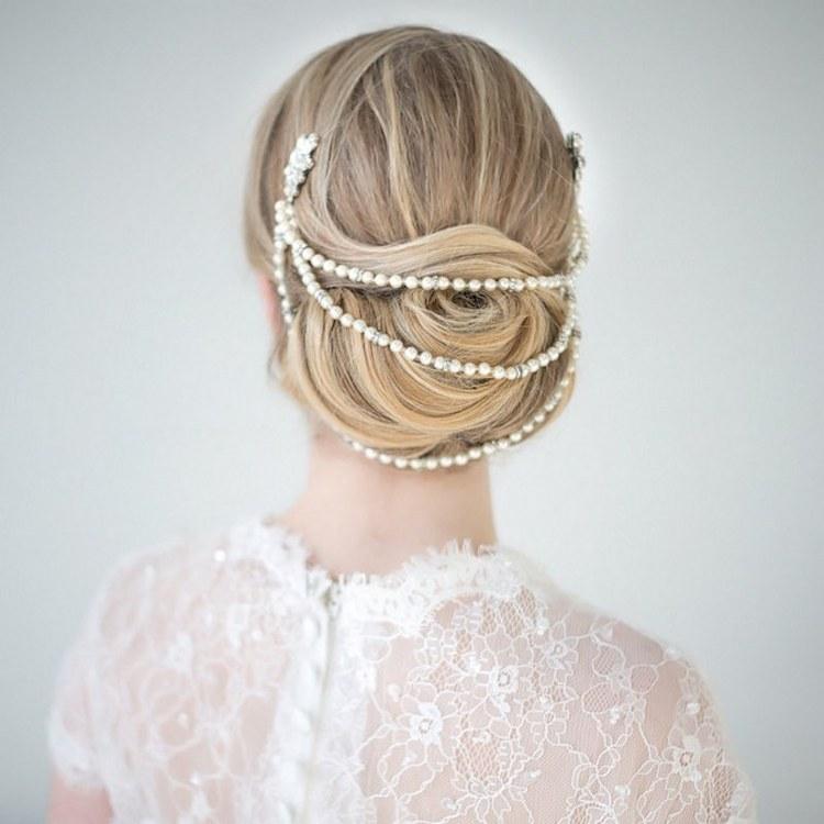 Pearls_in_wedding_hair.full