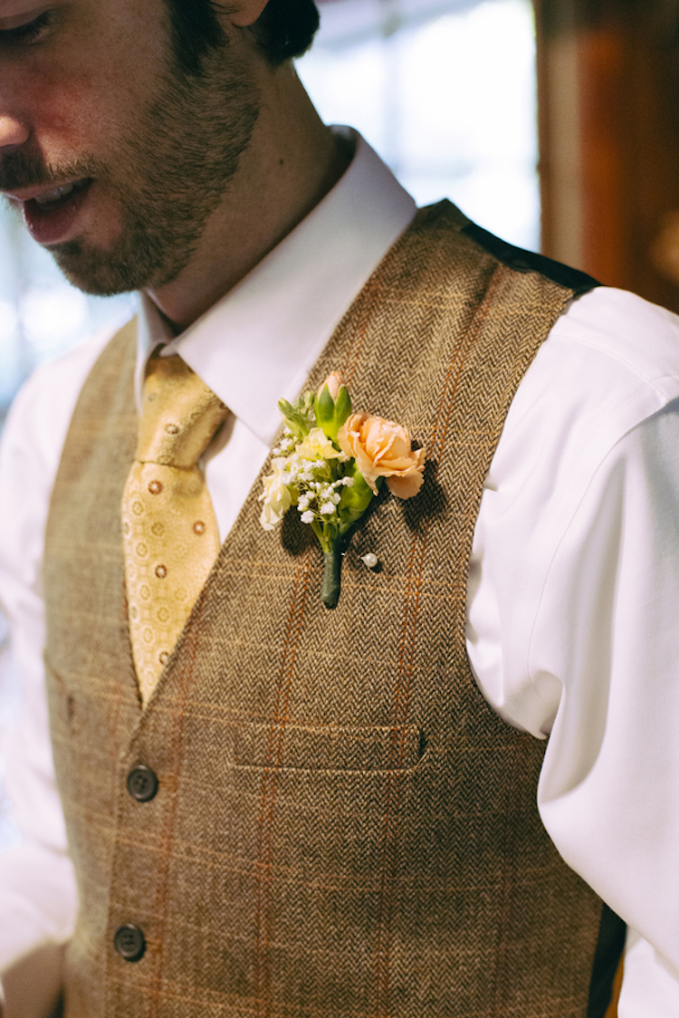 Autumn_inspired_groom_attire.full