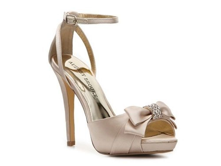 Champagne_sandal_with_sparkle_bow.full