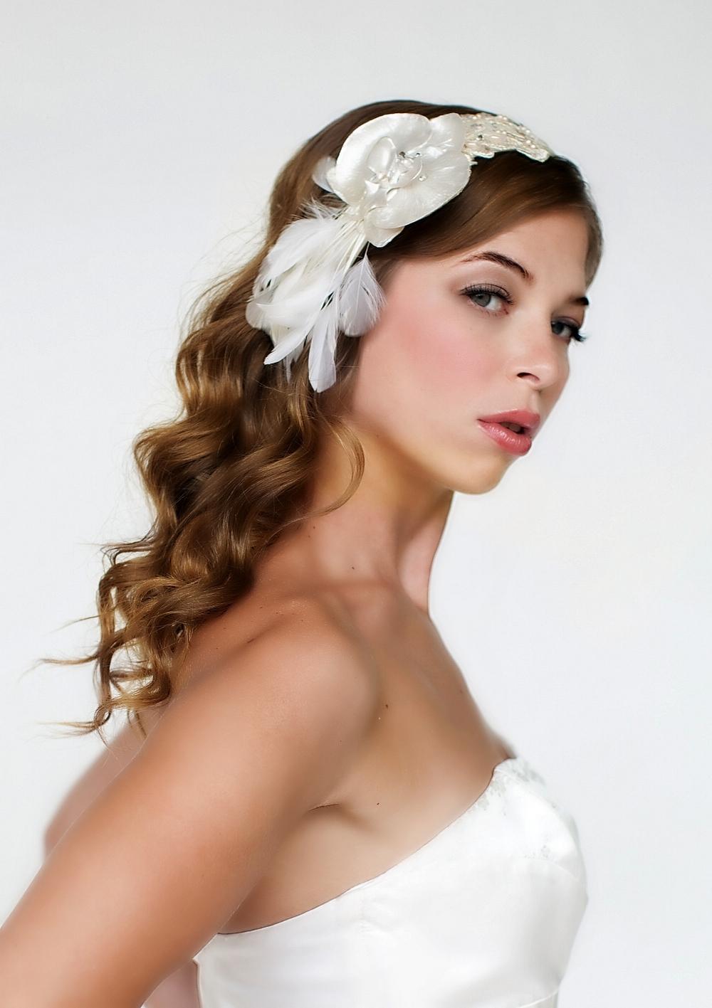 Прическа невесты для кудрявых волос
