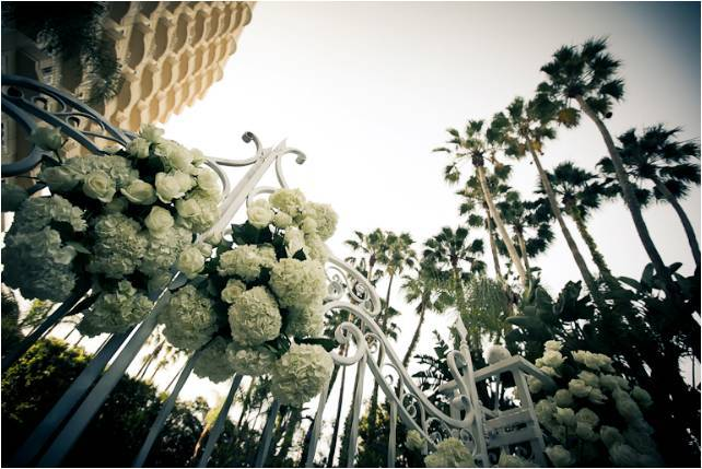 Luxe-los-angeles-california-wedding-ivory-wedding-flowers-roses-hydrangeas.full