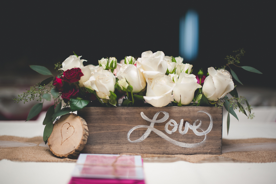 Wooden_love_box_with_white_roses.full