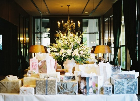 Having a gift table at a wedding is always a good idea. This gift table is covered in pretty present