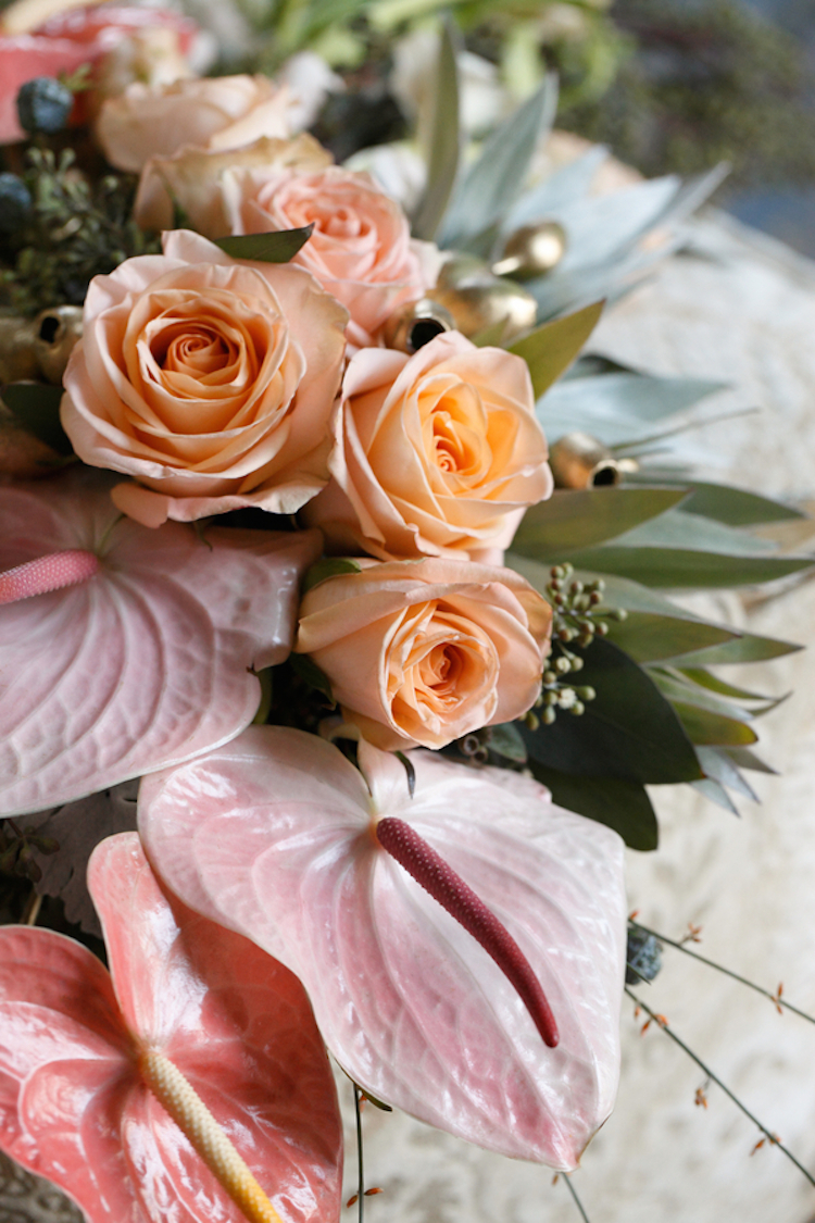 Roses_and_anthurium_bouquet.full