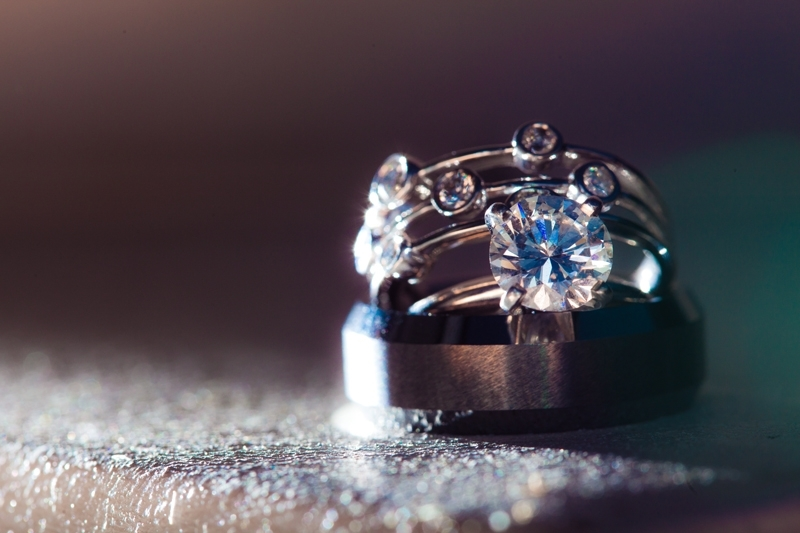 Bling, Bling! Round diamond engagement ring and wedding bands
