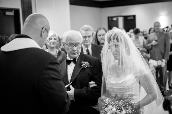 Bride-and-father-at-the-altar
