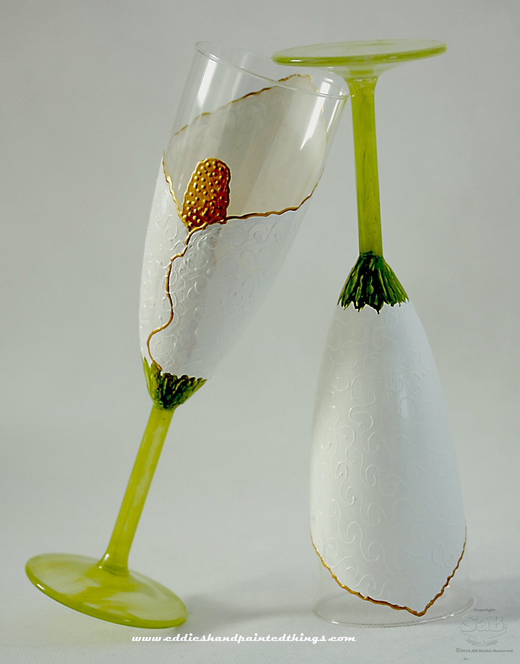 Handpainted-champagne-toasting-flutes-for-wedding-reception-white-gold-green-color-palette-2_0.full