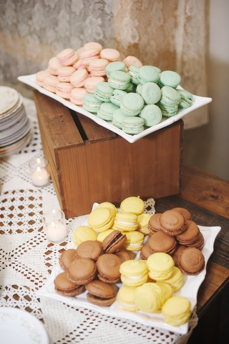 Colorful_macaroon_desserts.full