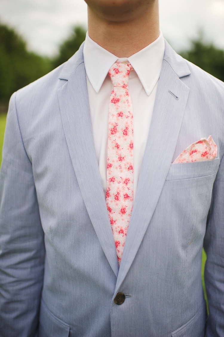 Southern_groom_style_with_a_pink_flowered_tie.full