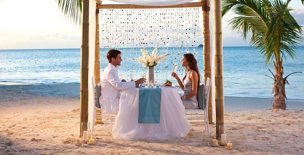 sandals-grand-antigua-romantic-dinner