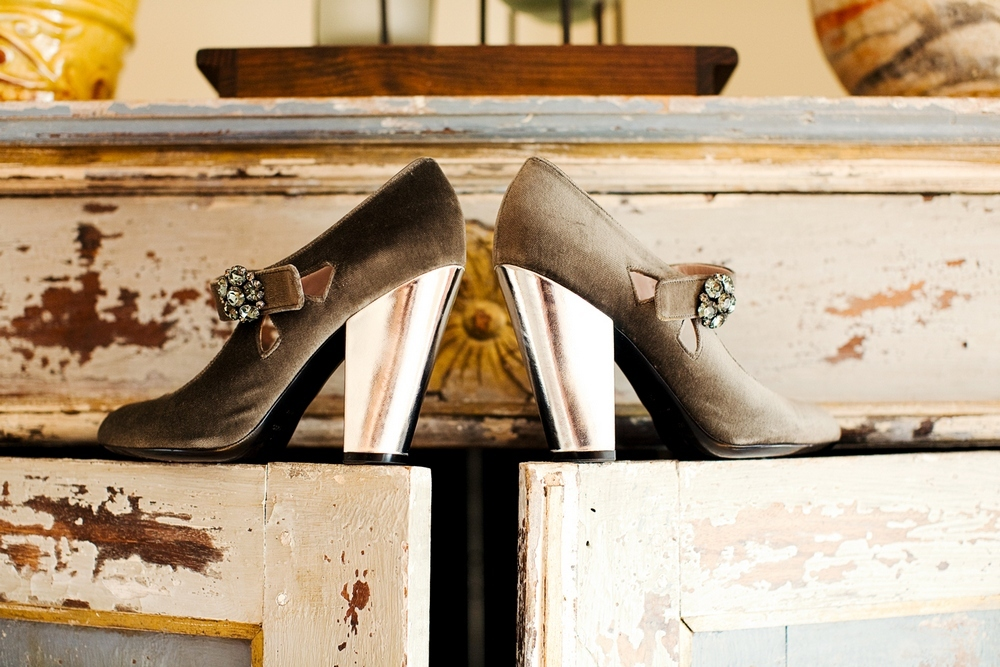 Vintage-chunky-heel-bridal-heels-shoes-taupe-copper-with-vintage-brooch.full