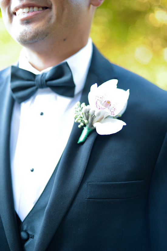 Sleek Grooms Suit with a Boutonniere