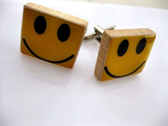 These happy yellow cufflinks would be a perfect present for your groomsmen.