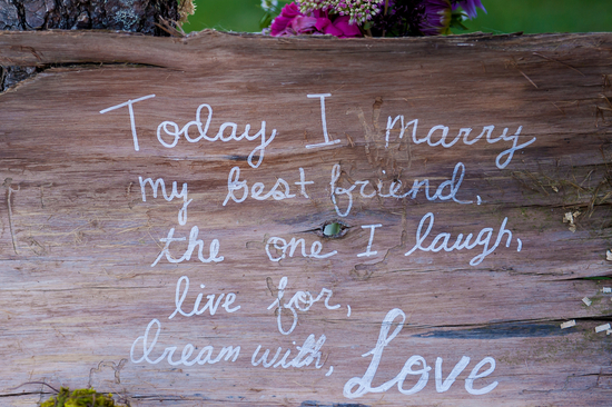 Absolutely Adorable DIY Sign on a Tree Trunk
