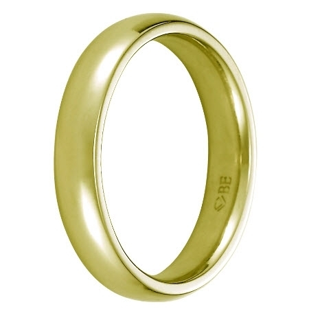 Sophisticated and comfortable, this 18K gold men's wedding band is eco-friendly too!
