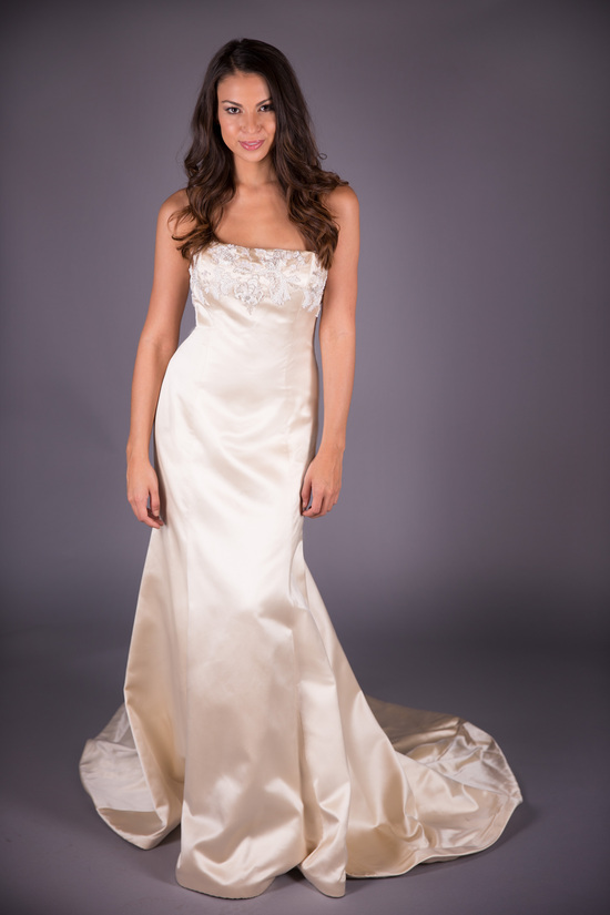 Monique Lhuillier Antique Wedding Dress
