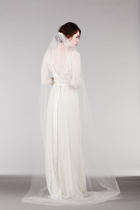 Romantic and Classic Long Sleeved Wedding Dress with Floor Length Veil