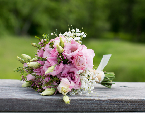 Soft and Romantic Bouquet with Pink and White Flowers