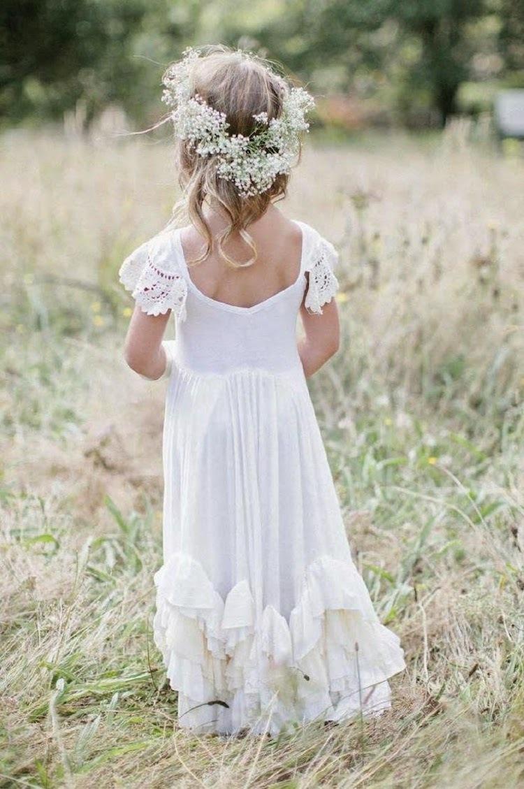 Super sweet flower girl with a flower crown izmirmasajfo