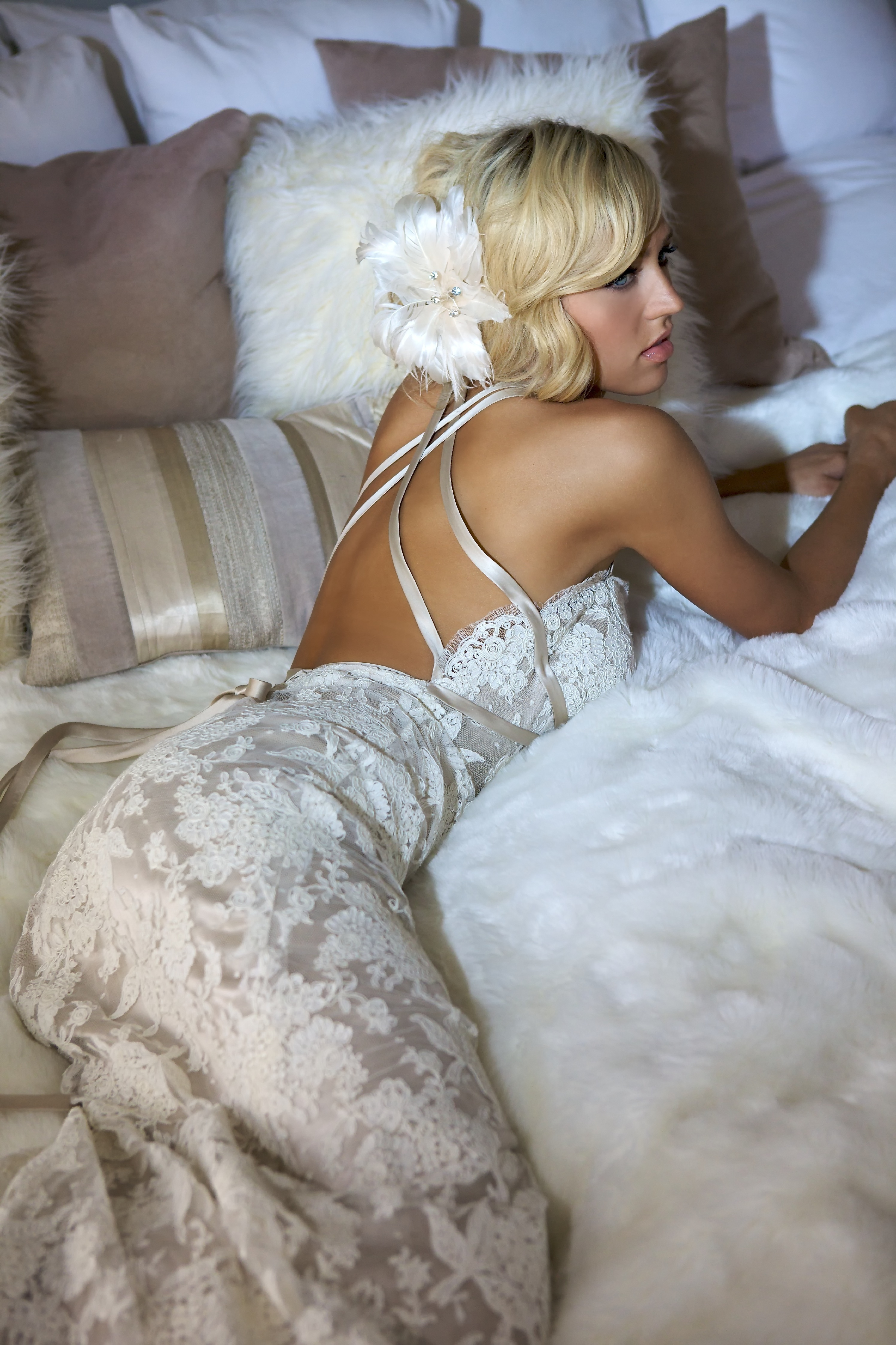 Vintage glam ivory feather flower hair accent