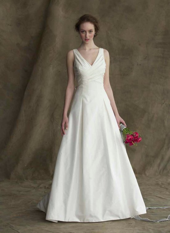 The Blaire wedding dress from Alyne is simple and elegant with a v-neckline