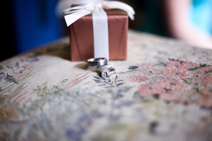 Beautiful-white-gold-engagement-bands-wedding-bands-diamond-engagement-ring-jewelry-box.full