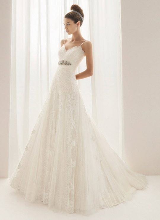 Beautiful romantic Aire Barcelona lace wedding dress