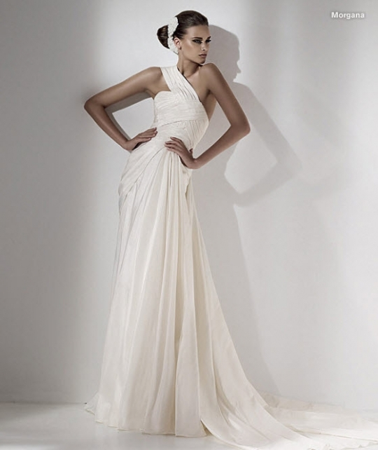 Classic and beautiful ivory Elie Saab wedding dress with asymmetric neckline