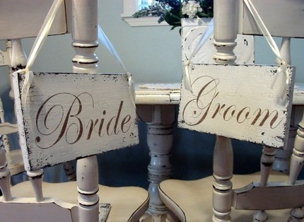 Manolo-brides-bride-groom-sign.full
