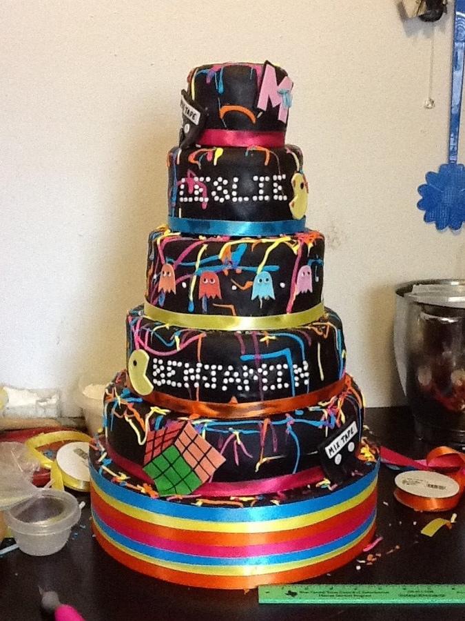 80 S Theme Wedding Cake Onewed Com