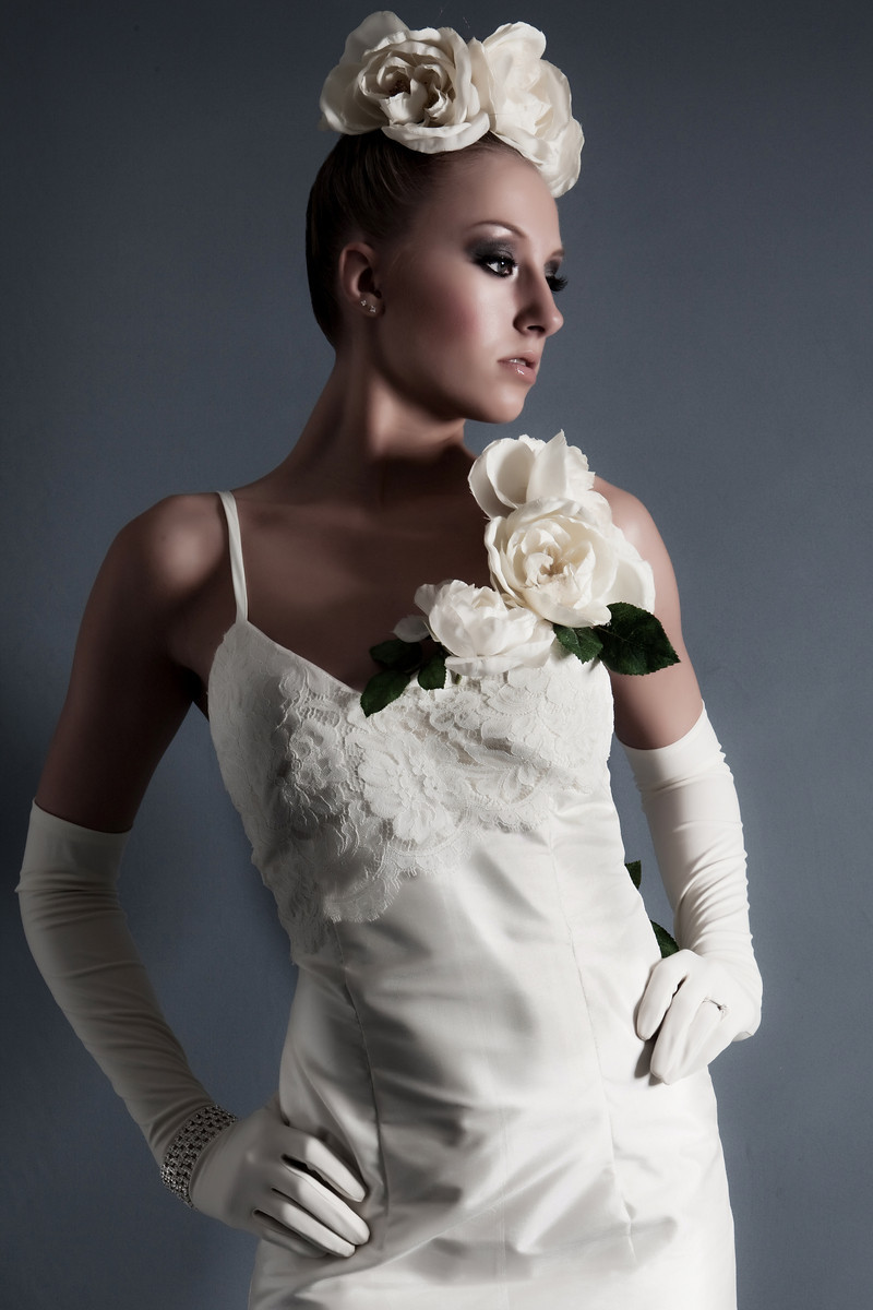 Vintage-classic-bridal-look-sheath-style-wedding-dress-silk-flower-applique-chantilly-lace.full