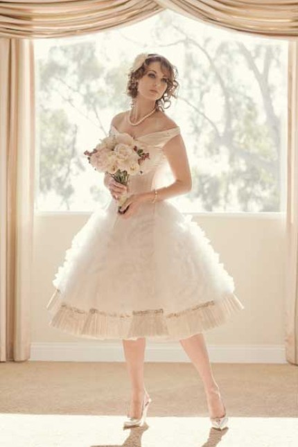 Vintage-inspired knee-length full skirt ivory wedding dress