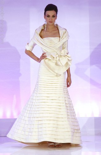 Cymbeline-paris-tiered-ivory-wedding-dress.full