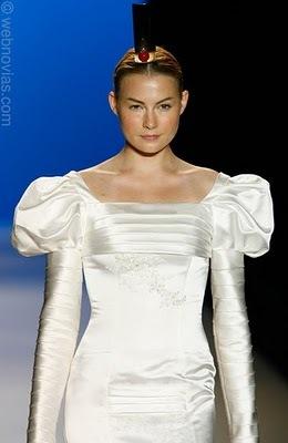 Vestido_de_model_novias_mangas_con_volumen.full