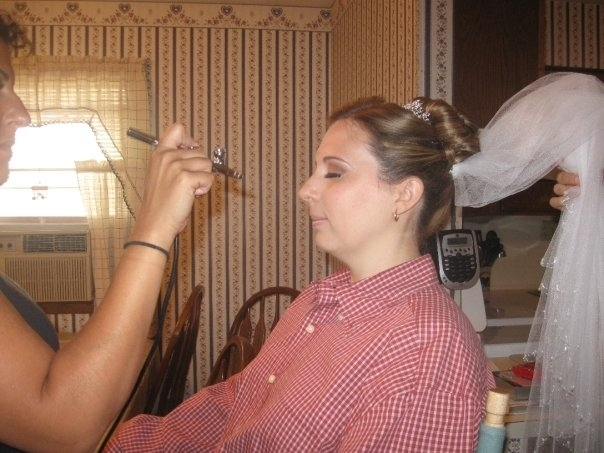 Airbrush-foundation-makeup-tips-for-your-wedding.full