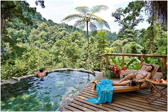 Romantic honeymoon bungalo in heart of Costa Rican rainforest