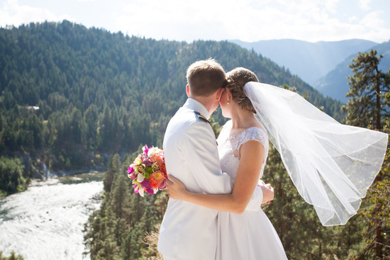 Leavenworth-Wedding-Photographers_AndreaMike_002