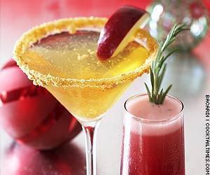 Holiday-winter-wedding-signature-cocktail-martini.full