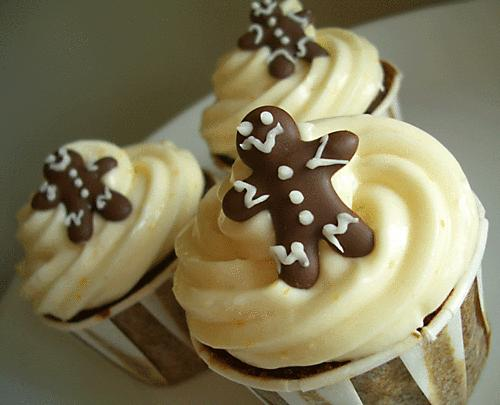 Yummy chocolate cupcakes with buttercream frosting, mini gingerbread ...