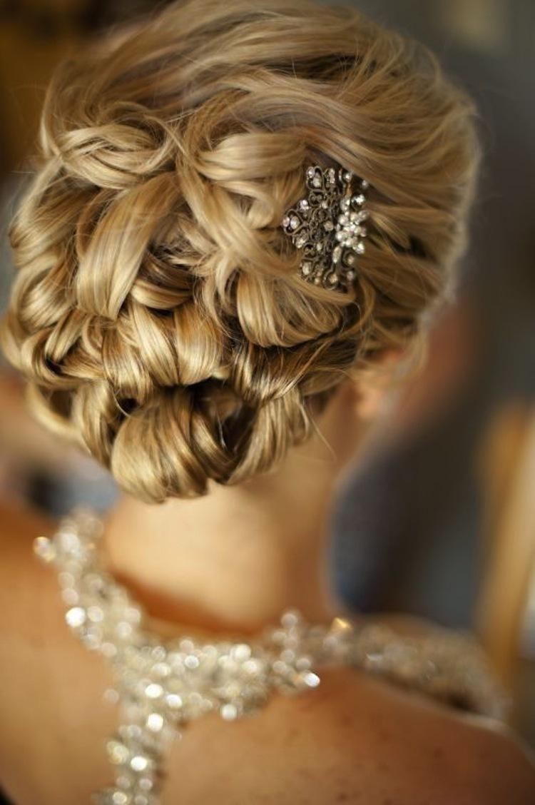 Прическа на длинные волосы с убранными волосами