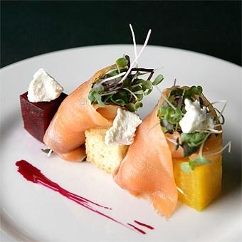 Beautiful-artistic-tuna-tartar-eco-friendly-wedding-food-and-drink.full