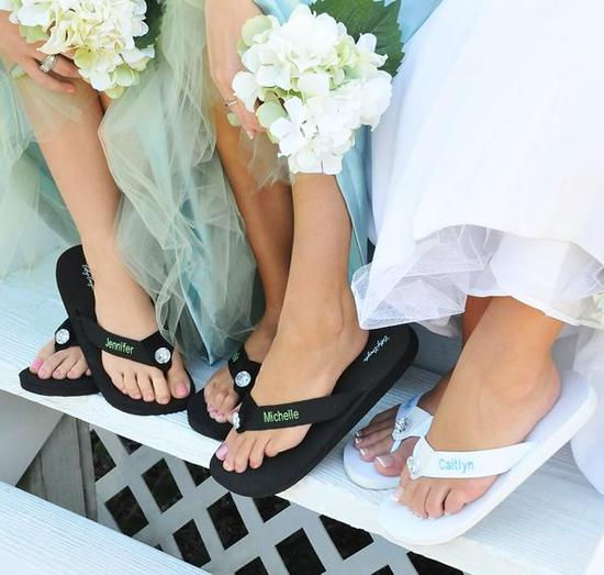 Personalized bridal and bridesmaids' flip flops