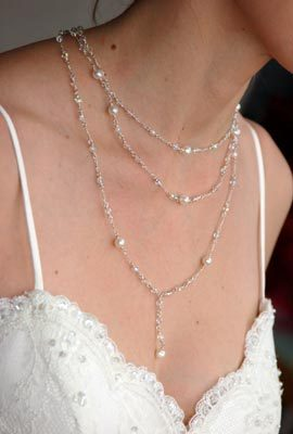 This delicate pearl necklace is both extravagant and sophisticated, perfect for a bridal necklace
